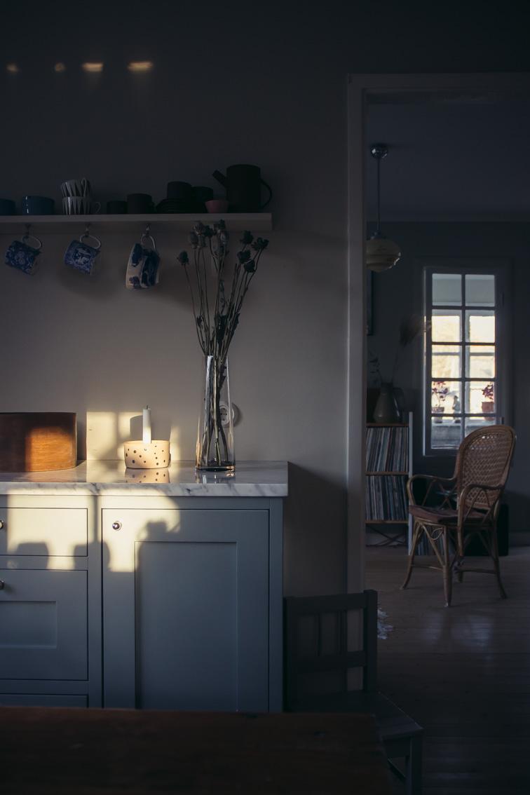annacate-shadows